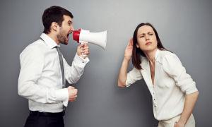 Оскорбление на работе: что делать работодателю, как реагировать на хамство сотрудника, образец докладной записки, наложение дисциплинарного взыскания