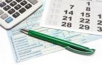 Заявление на продление отпуска: нужно ли писать в связи с больничным, праздничными днями, скачать образец