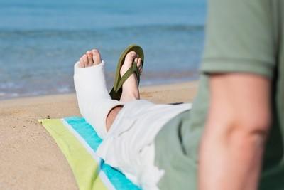Перенос отпуска в связи с больничным: можно ли перенести часть отдыха из-за листа нетрудоспособности, как правильно оформить - образцы заявления и приказа