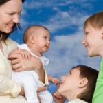 Входит ли отпуск по уходу за ребенком в стаж: для отпуска, больничного, учитывается ли 1.5 или 3 года в страховом для пенсии, в том числе льготной досрочной
