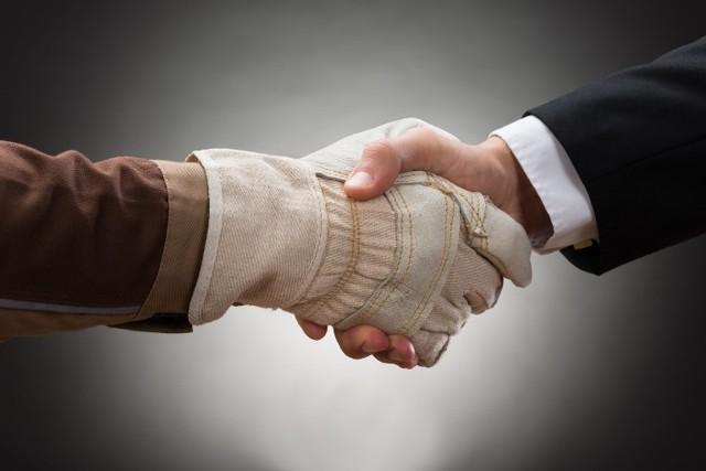 Дополнительное соглашение к трудовому договору о переводе работника на другую должность: скачать образец для внесения изменений