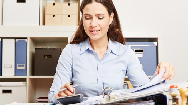 Увольнение в связи с переводом мужа военнослужащего: как уволить жену, если ее супруга военного переводят к новому месту службы, отработка и запись в трудовой