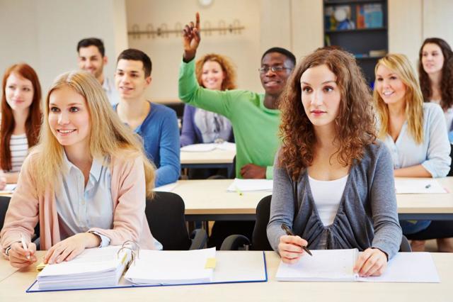 Справка-вызов на сессию: образец актуальной формы, способы и сроки подачи работодателю, порядок предоставления учебного отпуска