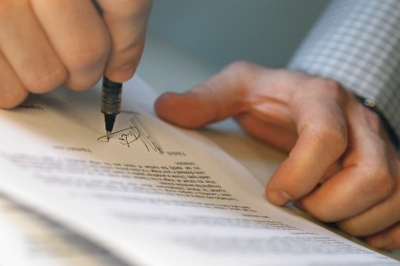 Служебная записка о невыполнении должностных обязанностей: образец при нарушении трудовой дисциплины, опоздании на работу, прогуле и отсутствии работника на работе