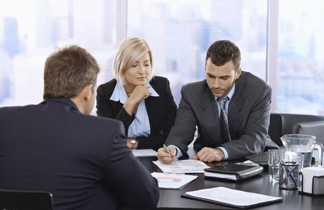 Увольнение в выходной день: как уволить работника, если дата выпадает на нерабочий, когда выплатить расчет, если уход приходится на субботу или воскресенье