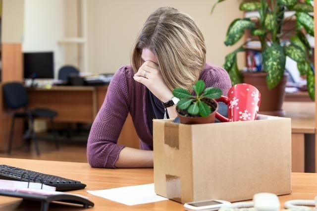 Увольнение декретниц при ликвидации предприятия: можно ли уволить женщину в декретном отпуске по уходу за ребенком в связи с закрытием организации?