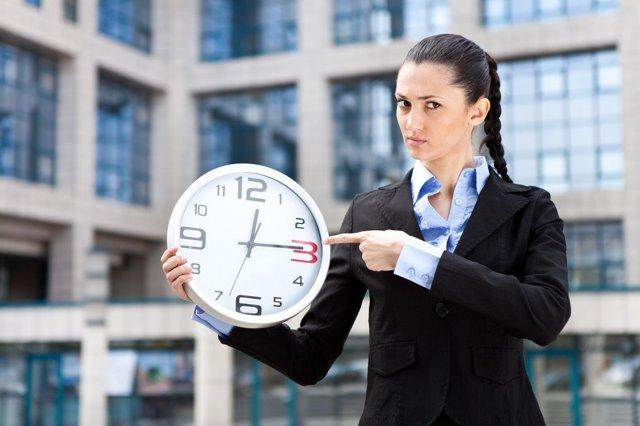 Опоздание на работу по Трудовому кодексу считается нарушение дисциплины и влечет за собой ответственность: как наказать сотрудника - уважительные причины