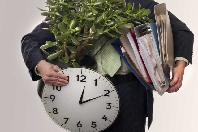 Увольнение несовершеннолетнего: по собственному желанию без отработки, по инициативе работодателя, по истечению срока срочного трудового договора
