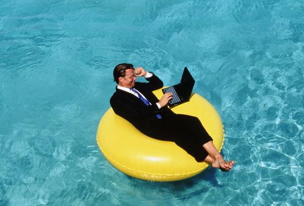 Командировка во время отпуска: как правильно оформить отзыв и продление отдыха, образец приказа