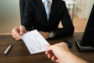 Повременная система оплаты труда: что это, виды, чем отличается от сдельной формы, расчет заработной платы на примерах, документы основания, когда применяется?