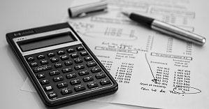 Расчет средней заработной платы по предприятию: как рассчитать среднемесячную зарплату работников и руководителя учреждения за год, формула и образец для налоговой