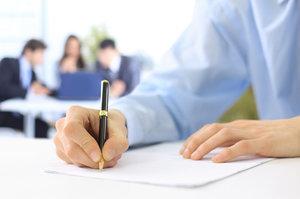 Уведомление об увольнении работника: образец о расторжении договора и прекращении трудовых отношений по инициативе работодателя, срок предупреждения сотрудника