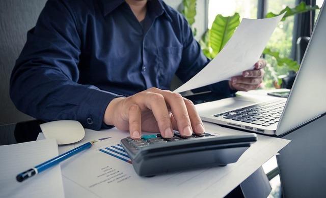 Замена отпуска денежной компенсацией: допускается ли для ежегодного оплачиваемого основного и дополнительного отдыха, когда не возможно компенсировать