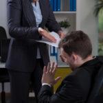 Драка на работе: что делать работодателю, как наложить дисциплинарное взыскание в виде выговора, последствия конфликта на рабочем месте для работников