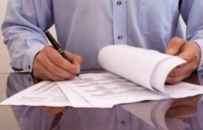 Увольнение по истечении срока трудового договора: порядок расторжения срочного соглашения в связи с окончанием действия, документы и запись в трудовой книжке
