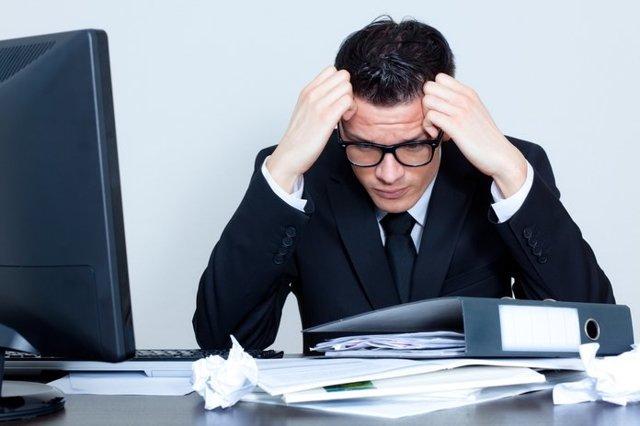 Работник отказывается проходить медосмотр: что делать, штраф за отсутствие у сотрудника справки о медицинском осмотре, отстранение от работы за непрохождение