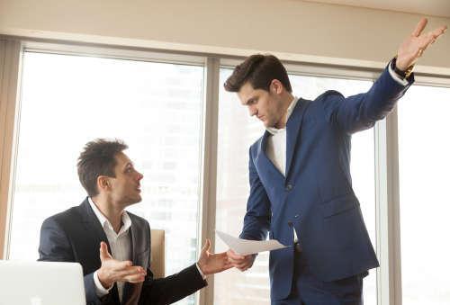 Выговор как вид дисциплинарного взыскания: пошаговая процедура объявления на работе наказания, последствия вынесения для работника, за что можно объявить