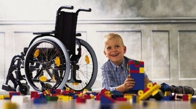 Больничный по уходу за ребенком инвалидом: положен ли по закону на несовершеннолетнего с инвалидностью до 15 лет, до 18 лет, как оплачивается лист – примеры