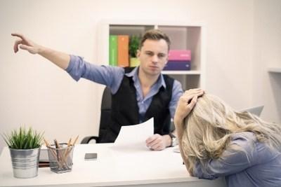 Расписка о получении трудовой книжки при увольнении на руки: образец, когда составляется, как правильно написать?
