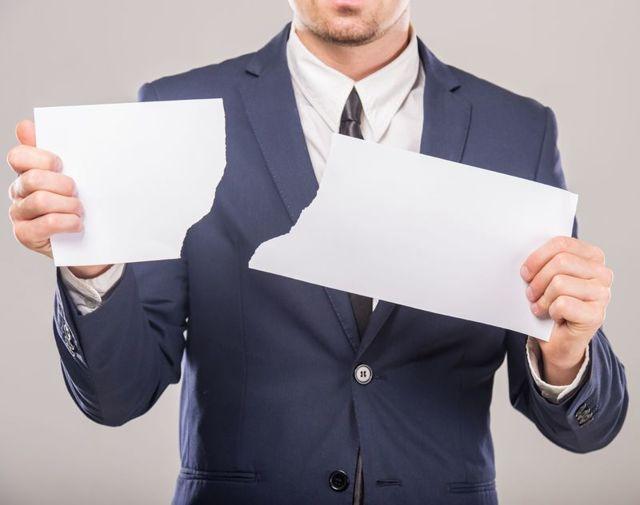 Приостановление работы в связи с задержкой зарплаты: действия работника при невыплате заработной платы более 15 дней, порядок невыхода по ТК РФ, образец заявления