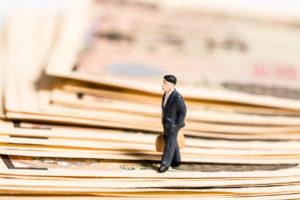 Переходящая командировка: когда начислять оплату, как оплатить поездку, если он переходит на следующий месяц, пример расчета среднего заработка