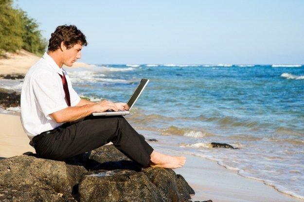 Приказ об отзыве из отпуска в связи с производственной необходимостью: скачать образец, как его правильно написать, нужно ли проводить перерасчет отпускных