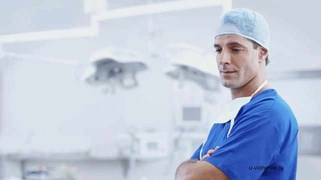 Больничный в день увольнения по собственному желанию: как оплачивать, какой датой увольнять, если в последний день работник открывает лист нетрудоспособности?