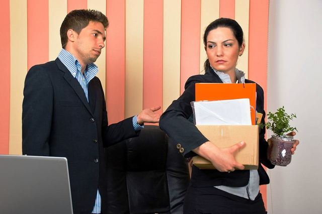 Увольнение на больничном по собственному желанию: можно ли написать заявление, находясь на листе, как уволить человека во время нетрудоспособности?