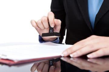 Материальная помощь в связи с бракосочетанием: получение от работодателя денег на свадьбу при вступлении в брак