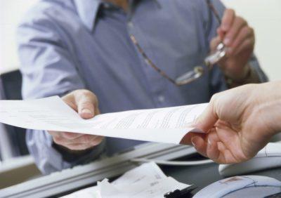 Увольнение по сокращению штатов пенсионера: пошаговая инструкция и порядок оформления, выплаты и компенсации для сокращаемых работающих лиц пенсионного возраста