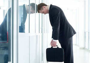 Увольнение директора при ликвидации ООО: как уволить руководителя предприятия в связи с закрытием, в том числе если он сам ликвидатор, запись в трудовой