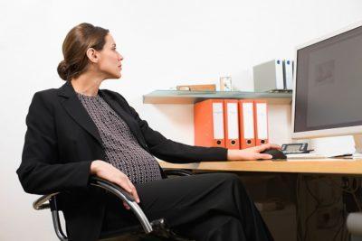 Прием беременных на работу: как принять женщину на раннем и позднем сроке беременности, возможен ли отказ по ТК РФ, может ли ФСС отказать в декретном пособии?