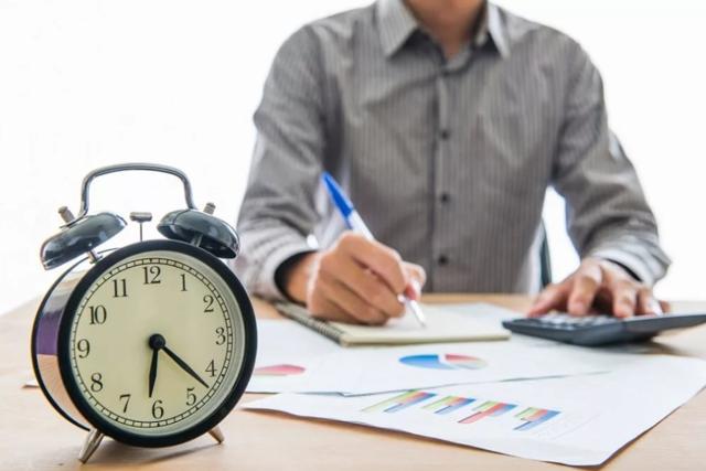 Почасовая система оплата труда: что это за форма, как рассчитать заработную плату – формулы и примеры расчета, как прописать в трудовом договоре и штатном расписании