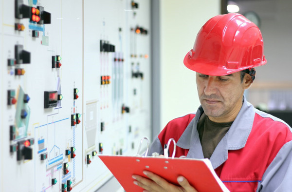 Должностная инструкция ответственного за электрохозяйство: скачать образец, права и обязанности данного лица в организации