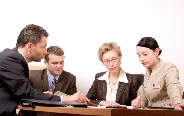 Приказ о смене материально ответственного лица: образец, в каких случаях и как оформляется, особенности составления в связи с увольнением и при уходе в отпуск