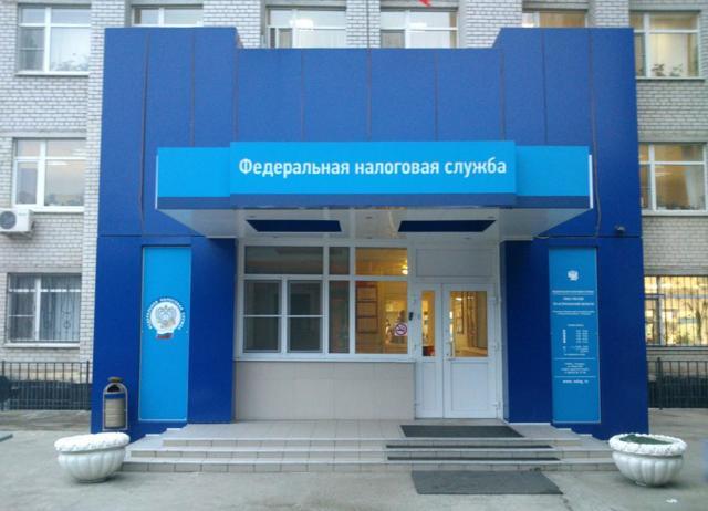Какие налоги берутся с зарплаты в России: что платит работодатель организация и ИП, какие суммы удерживаются, а какие начисляются с заработной платы работника