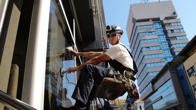 Обучение охране труда на высоте: 3 группы безопасности, обязательно ли проводить для высотных работ, периодичность и порядок проведения