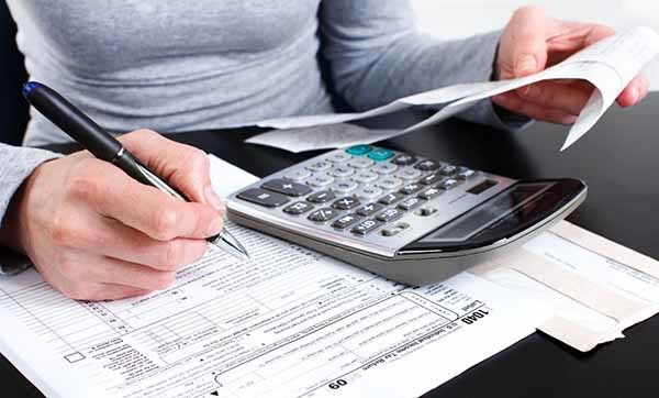 Облагается ли больничный лист по беременности и родам НДФЛ: нужно ли удерживать подоходный налог с декретного пособия?