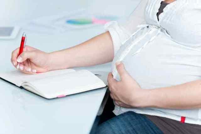 Минимальное пособие по беременности и родам в 2019 году: размер декретной выплаты по БиР, как считать сумму?