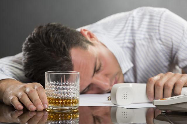 Увольнение за пьянство по статье 81 ТК РФ: пошаговая инструкция, порядок действия работодателя, если работник появился на работе в состоянии алкогольного опьянения