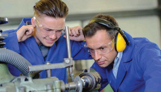 Инженер по охране труда и техники безопасности: основные должностные обязанности, права и ответственность, требования к образованию и квалификационные