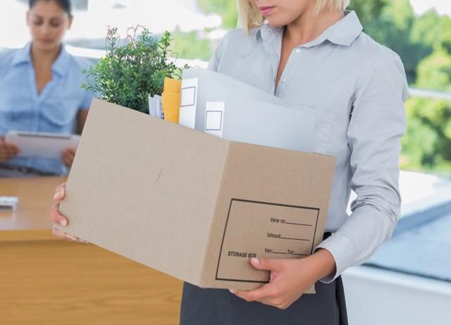 День увольнения: считается рабочим или нет, какой день является датой ухода по собственному желанию, можно ли не работать в последнюю смену?
