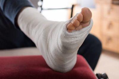 Травма на производстве: что делать работодателю и работнику, порядок действий каждой из сторон, если сотрудник получил на работе производственное увечье